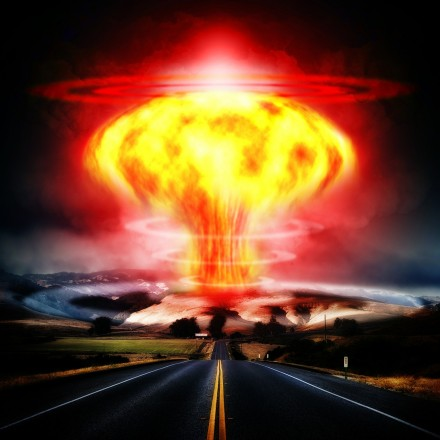 nuclear-explosion-356108_1280