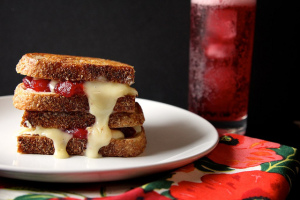 cranberry-brie-grilled-cheese